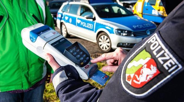 Za alkohol tudi do 6.000 evrov in leto dni zapora! (foto: Profimedia)