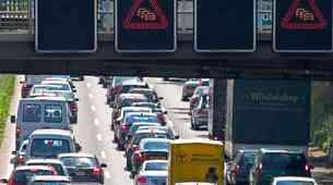 Promet na cestah bodo ta vikend obremenili še tovornjaki