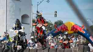 130 ton skal, 90 ton hlodov, 350 XXL pnevmatik: spet je čas za dirko Red Bull Romaniacs