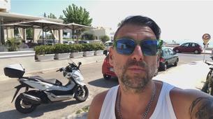 AM interno #96: Kako na dopustu v Grčiji najeti motor?