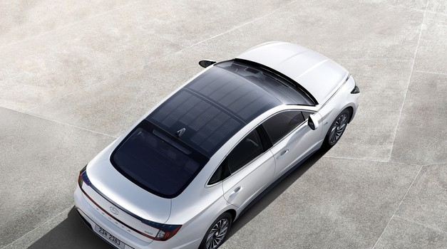 S solarno streho za večji doseg hibridov tudi Hyundai (foto: Hyundai Sonata)