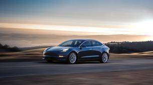 Tesla Model 3 že beleži probleme z rjo