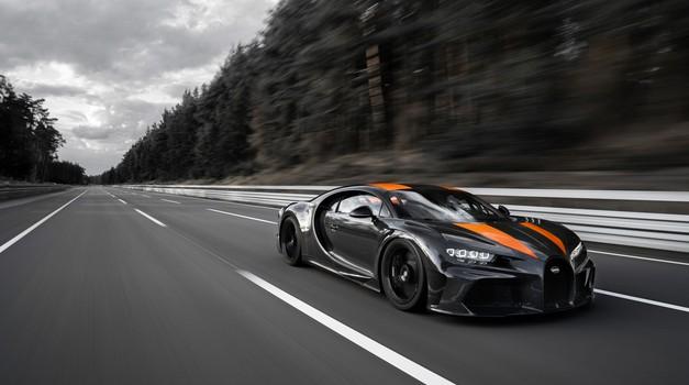 Bugatti Chiron je kot prvi serijski avtomobil na svetu presegel magično mejo 300 milj na uro (foto: Bugatti)