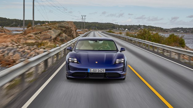 Porsche Taycan bo vendarle lahko zvenel nekoliko bolj športno (foto: Porsche)