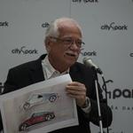 Skica morebitnega bodočega talenta avtomobilskega oblikovanja? Mogoče, Gedl verjame v svetlo prihodnost njihovega šestletnega avtorja. (foto: Jure Šujica)