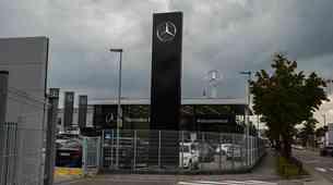Slovenski uvoznik vozil Mercedes-Benz kmalu v švicarske roke?