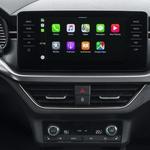 Podpora pametnim mobilnikom: Kamiqov zabavno-informacijski vmesnik ponuja brezžično povezavo Apple CarPlay. (foto: Škoda)