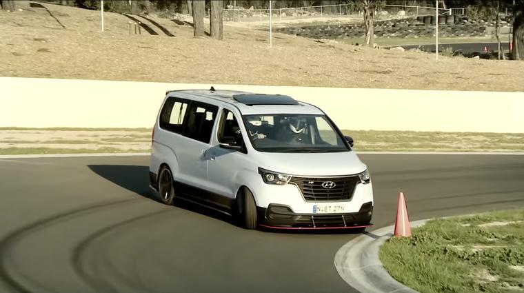Video: 400-'konjski' Hyundaiev kombi dviguje prah ...dobesedno! (foto: Youtube: Hyundai Automobiles)