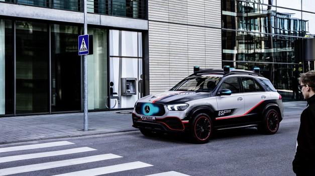 Samovozeči avtomobili oddaljeni vsaj še kako desetletje (foto: Daimler AG)