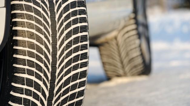 Znate preveriti, ali so vaše (zimske) pnevamtike še primerne za zimo? (foto: Arhiv AM)