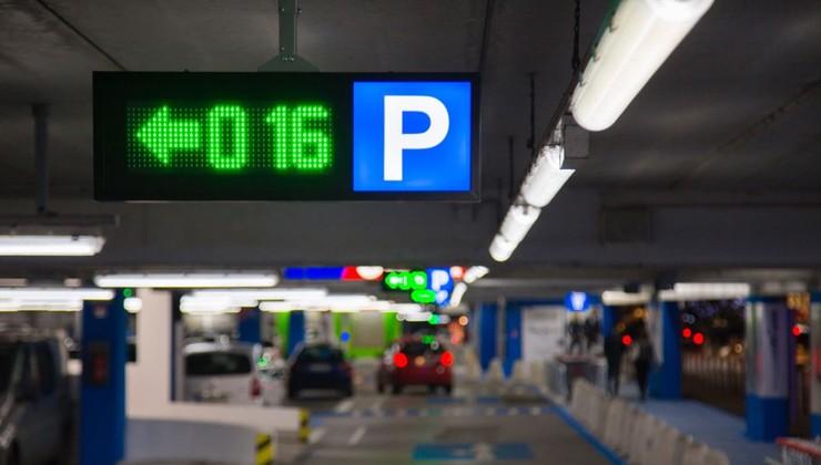 Pametna parkirišča bodo zmanjšala potrebe po redarjih tudi v Sloveniji