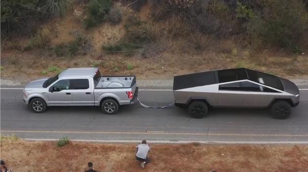 Video: Tesla Cybertruck brez težav opravil s Fordom F-150 (foto: Twitter: Elon Musk)