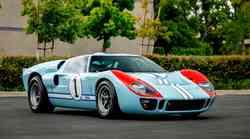 Avtomobilska zvezda filma Ford v Ferrari na dražbi presegla vsa pričakovanja