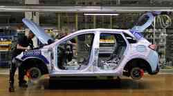 Koronavirus že moti avtomobilsko proizvodnjo