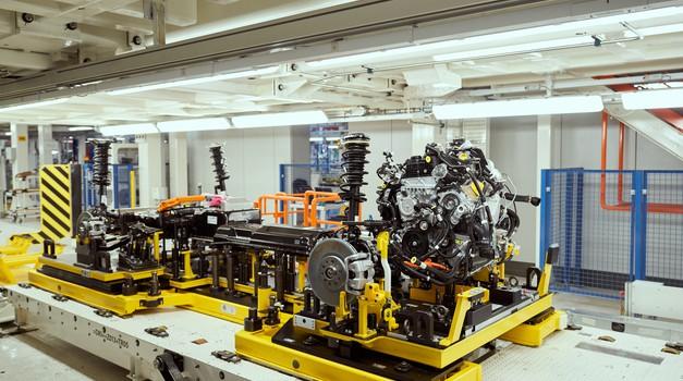 Koronavirus udriha tudi po avtomobilski industriji (foto: FCA)