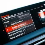 Serijska oprema je BMW Live Cockpit Professional z operacijskim sistemom 7,0, na sredinski konzoli pa brezžično polnilno odložišče za mobilni telefon v bližini držal za plastenke. Prepriča tudi avdiosistem Bower & Wilkins Diamond 3D Surround Sound. (foto: Saša Kapetanovič)