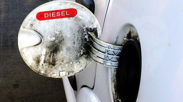 Velika Britanija premika rok za prepoved prodaje avtomobilov z notranjim izgorevanjem (foto: Profimedia)