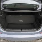 Uporaben prtljažnik: 430 litrov in zajetna odprtina. (foto: Bmw)