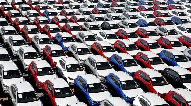 Kitajska zabeležila kar 92-odstotni padec prodaje novih avtomobilov (foto: Profimedia)