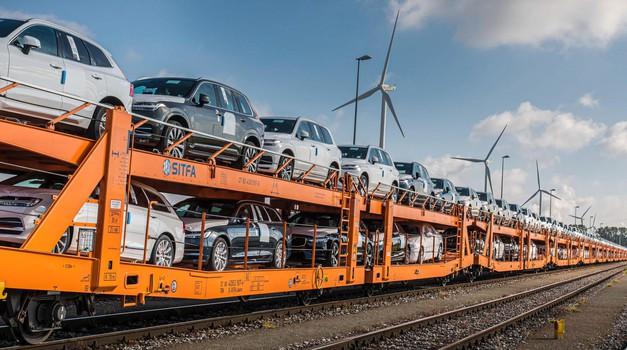 """""""Tovornjake na vlake!"""" (foto: Volvo)"""