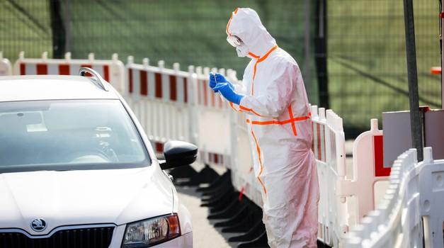 Se znate zaščititi pred koronavirusom tudi v svojem avtu - in mu pri tem ne škodovati? (foto: Profimedia)