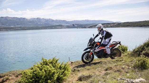 KTM napoved: vpoklic modelov 790 Adventure in 790 Adventure R (foto: Martin Matula)