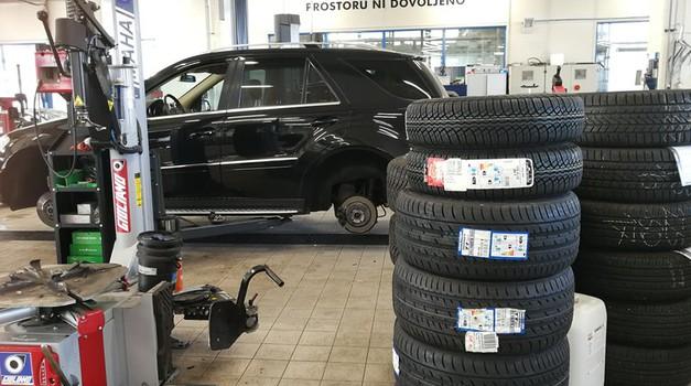 S prihodnjim tednom omogočena menjava gum in servis avtomobilov (foto: Jure Šujica)
