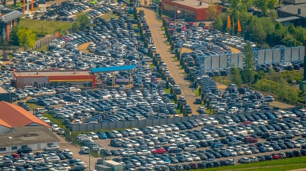Nemški avtomobilski lobiji trkajo na vrata Merklove - prihodnost nekaterih negotova (foto: Profimedia)