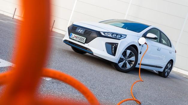 Znižanje subvencij za električne avtomobile kaplja čez rob (foto: Arhiv AM)
