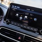 Osrednji zaslon je povezljiv z mobilnimi napravami ter prilagodljiv po željah voznika ali potnikov. (foto: Uroš Modlic)