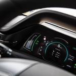 Z nekaj truda si voznik spreminja tudi podatke v merilnikih. (foto: Uroš Modlic)