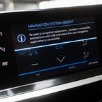 Navigacija tudi pri opremi Allure ni serijska, zato pa je podpora mobilnikom, ki imajo svojo navigacijo. (foto: Saša Kapetanovič)