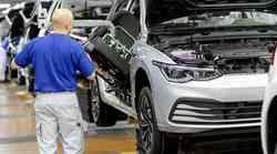 Volkswagen zaustavil dobavo Golfa in Škode Octavie