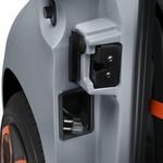 Polnilni kabel se preprosto izvleče iz boka avtomobila. (foto: Bluche Nicolas (273))