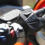 Sistem nadzora zdrsa zadnjega kolesa dejansko deluje, in to zelo dobro. (foto: Kavčič)