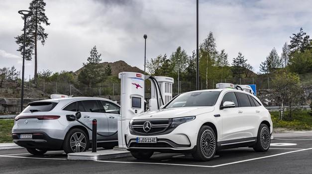 Nemci predstavljajo nove ukrepe za širitev e-mobilnosti, tudi na račun SUV-ov (foto: Daimler AG)