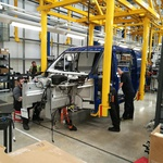 Na isti proizvodni liniji nastajata novi dostavnik in taksi. (foto: Korošak)