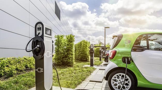 Vse o električnih avtomobilih in zakaj je prav sedaj pravi čas za njihov nakup (foto: Daimler Ag - Global Communicatio)