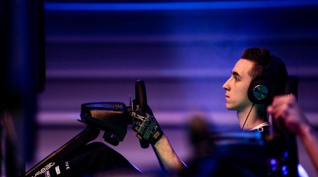 Od hobija do profesionalnega športa - revolucija e-dirkanja, ki ji sledimo tudi Slovenci (foto: Malcolm Griffiths)