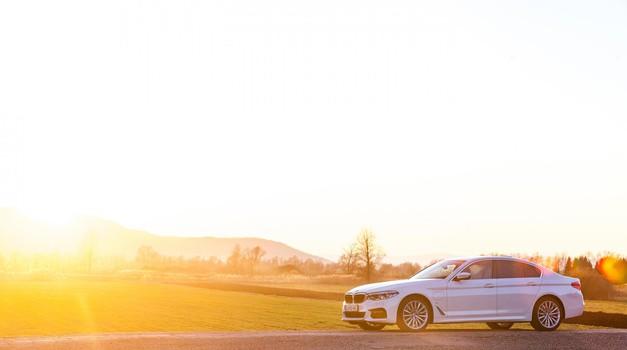 Na elektriko skoraj tako daleč, kot obljubljajo pri BMW-ju (foto: Saša Kapetanovič)