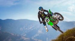 Kawasaki predstavil svoja motokrosistična paradna konja z letnico 2021