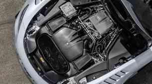 Mercedes-Benz razkril skrivnost najmočnejšega osemvaljnika