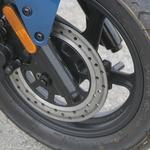 Majhna kolesa mu pomagajo, da je zelo okreten, zavore so kos nalogi. (foto: Kavčič)