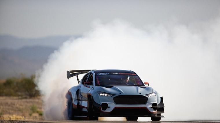 1.000-kilovatni Mustang Mach-E je lahko najbljši vsestranski dirkalnik (video) (foto: Ford)
