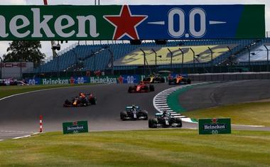 Formula 1 - Silverstone postaja Hamiltonstone, pa čeprav po treh kolesih