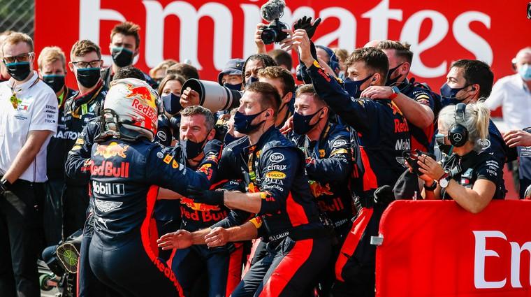Formula 1, VN 70 let F1 - Red Bull ujel Mercedes na napačni nogi (foto: Profimedia)