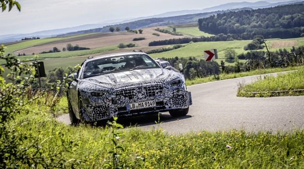 Mercedes-Benz SL se s prihodnjim letom vrača v preteklost (foto: Daimler)