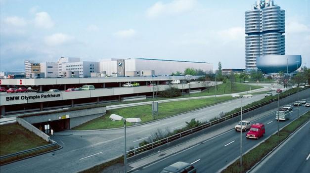 Merklova avtomobilski industriji prižgala rdečo luč (foto: Profimedia)
