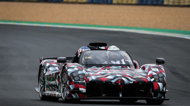 Toyotin hiperšportnik v Le Mansu prvič okusil dirkaški asfalt (video) (foto: Toyota)