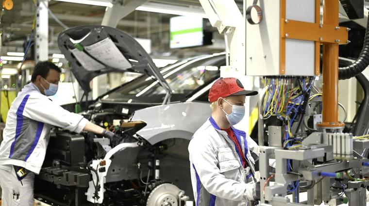 Svetovna avtomobilska industrija se že pet let krči, novo negotovost predstavlja zlovešči koronavirus. (foto: Vw)